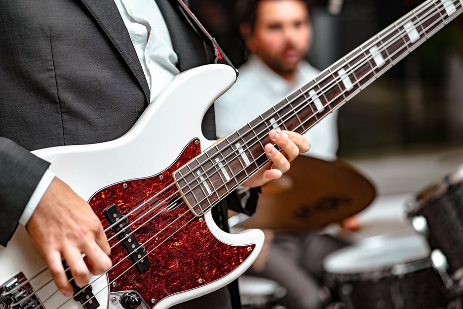 Easy-to-play, short scale electric basses