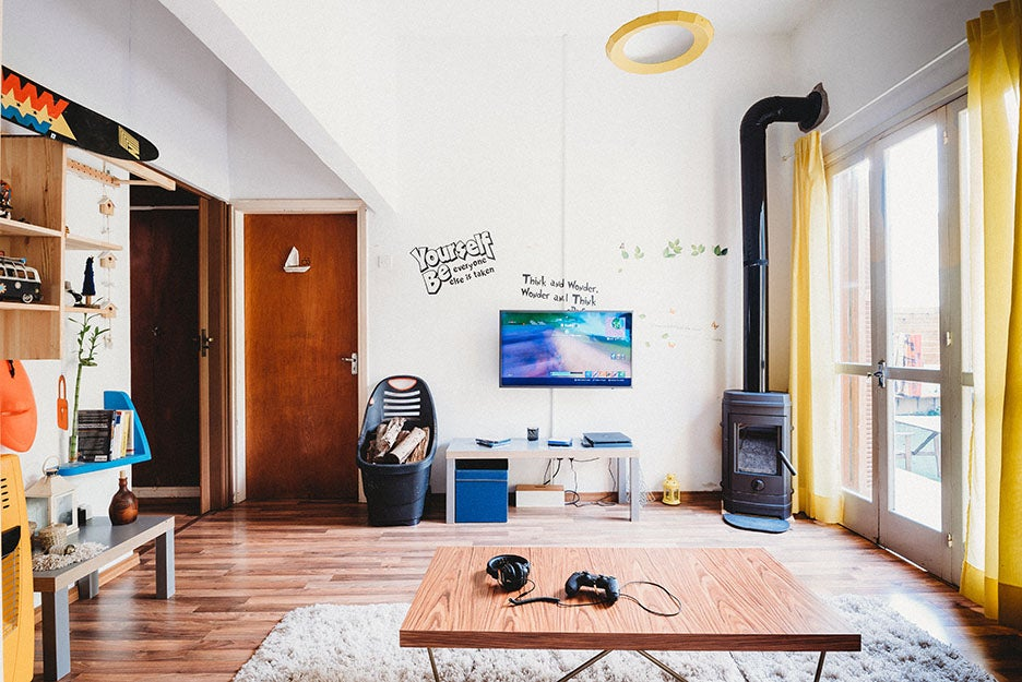 apartment with tv and playstation 4