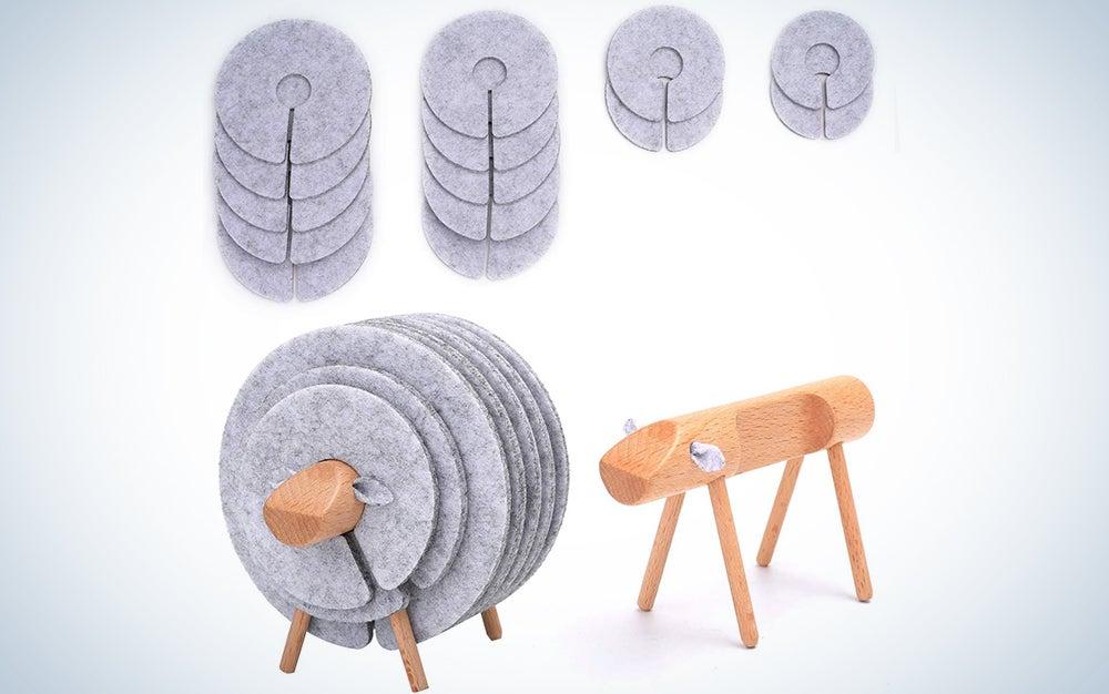 Vantoo 14-Piece Felt Coasters and Wooden Sheep