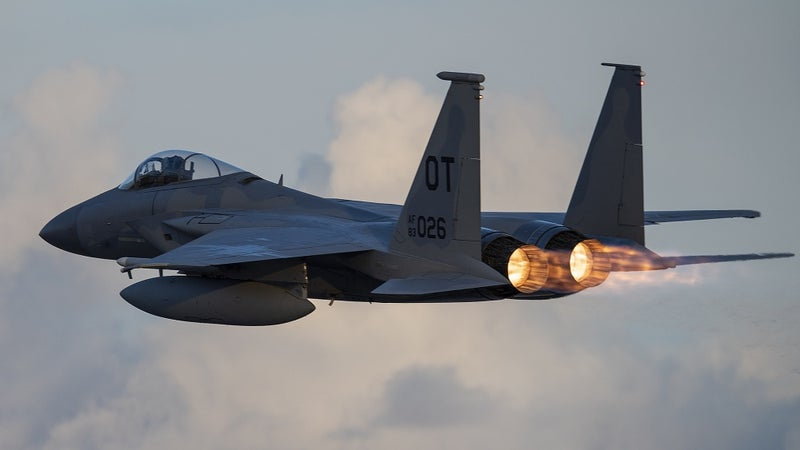 A pilot passed out while flying an F-15 over Oregon. Here's what happened next.