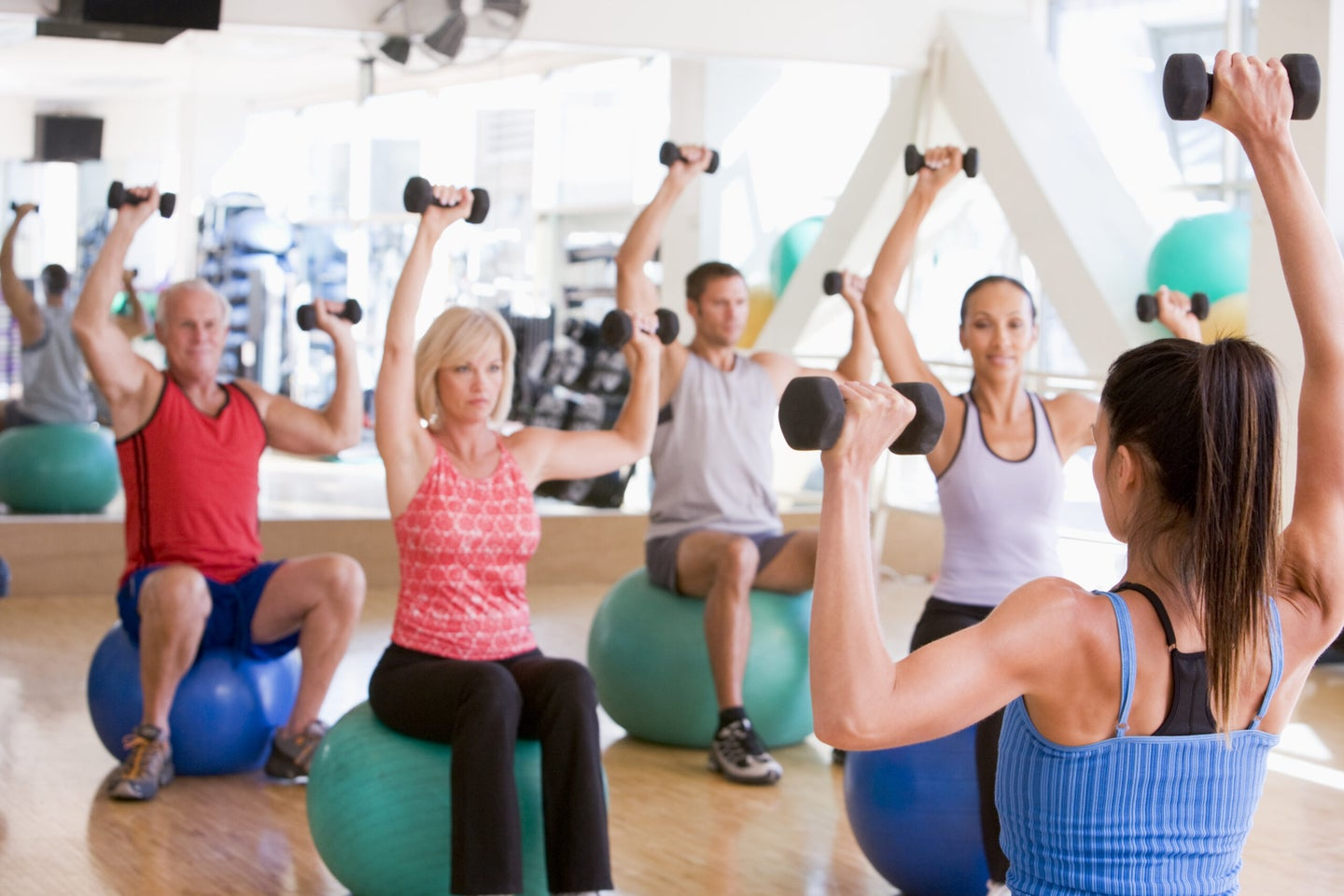 people in a group exercise class