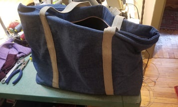Make a zippered tote bag out of leftover fabric scraps