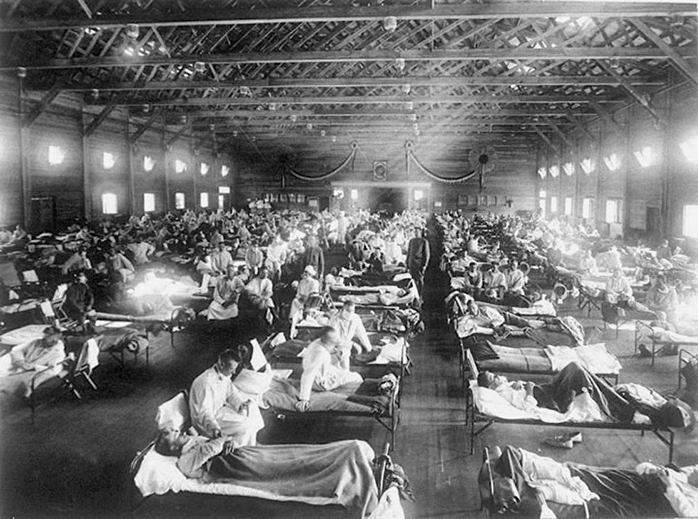 Soldiers with Spanish flu at a hospital in Camp Funston, Kansas in 1918.