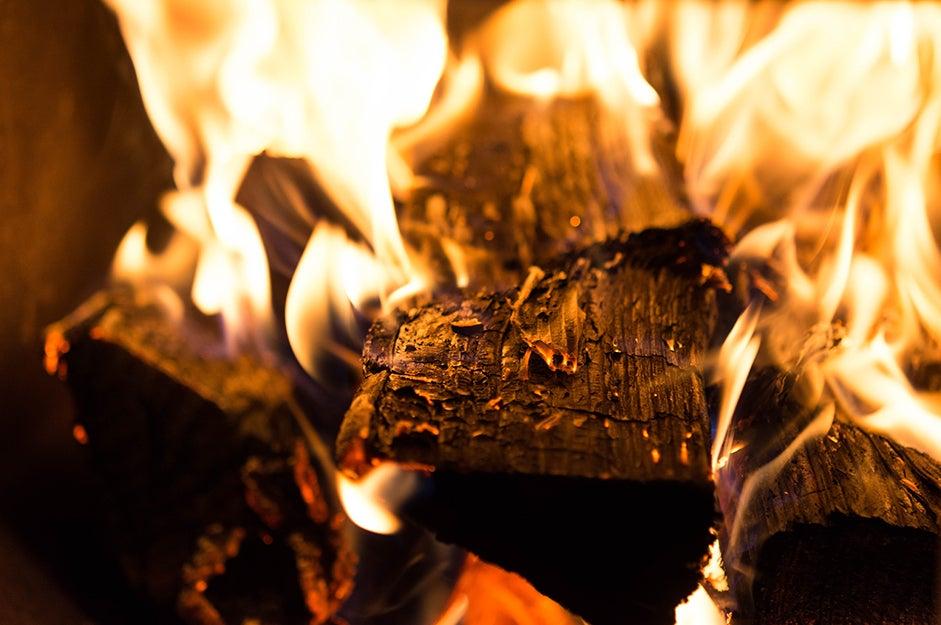 logs burning
