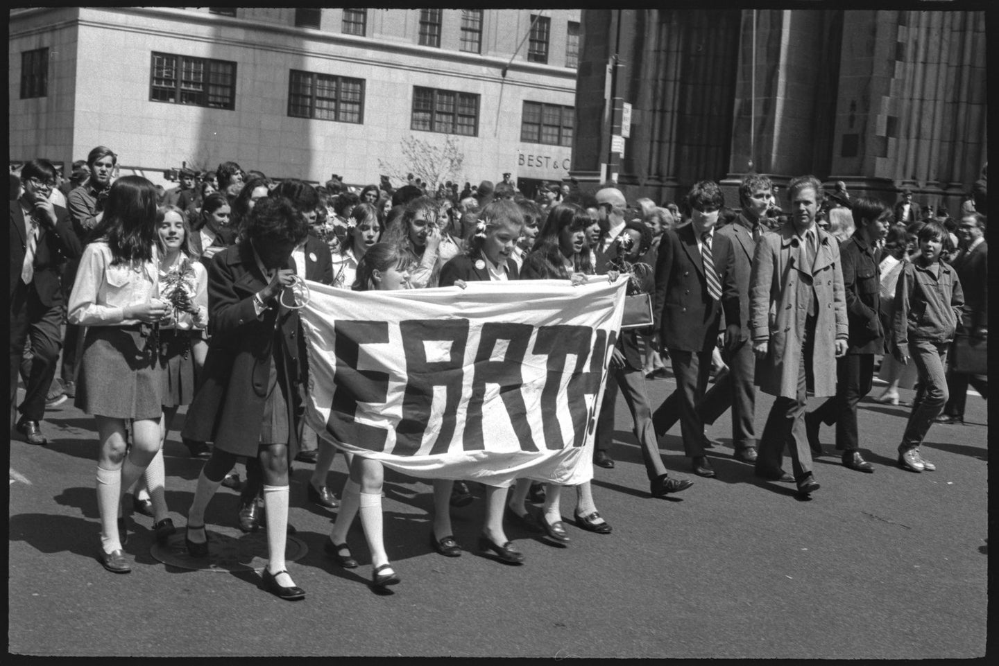 a group of New Yorkers participating in the 1970 Earth Day demonstrations in New York City