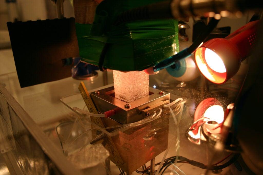 ice core analysis apparatus