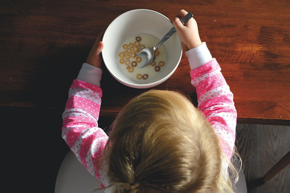 kid eating ceareal