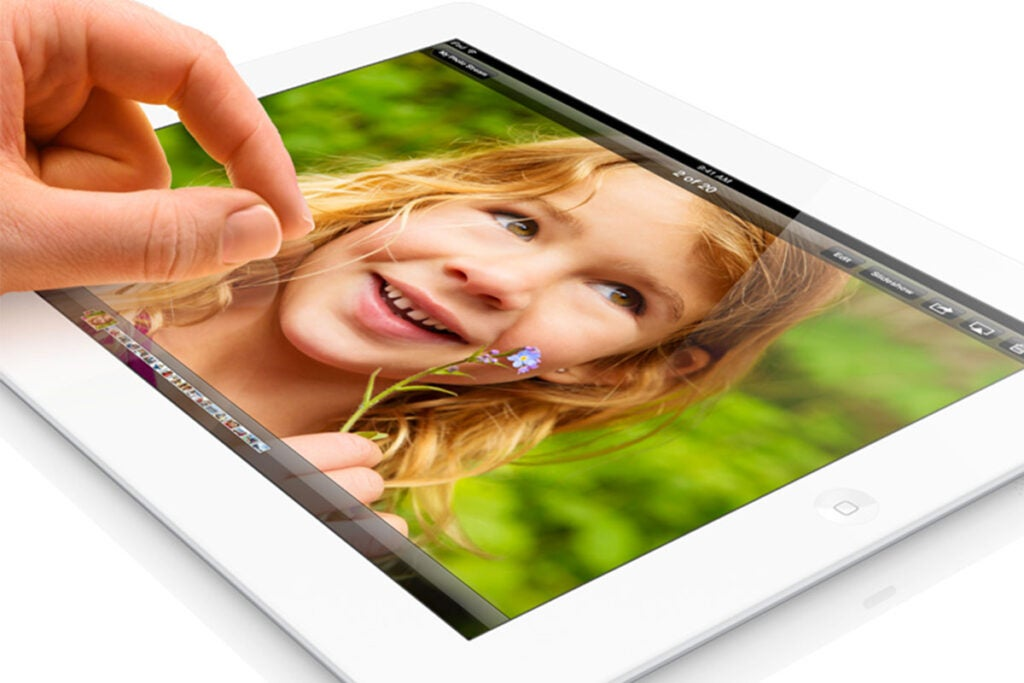 Apple iPad 4 9.7″ 32GB - White (Certified Refurbished) Bundle