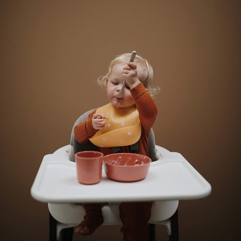 kid with a silcone bib