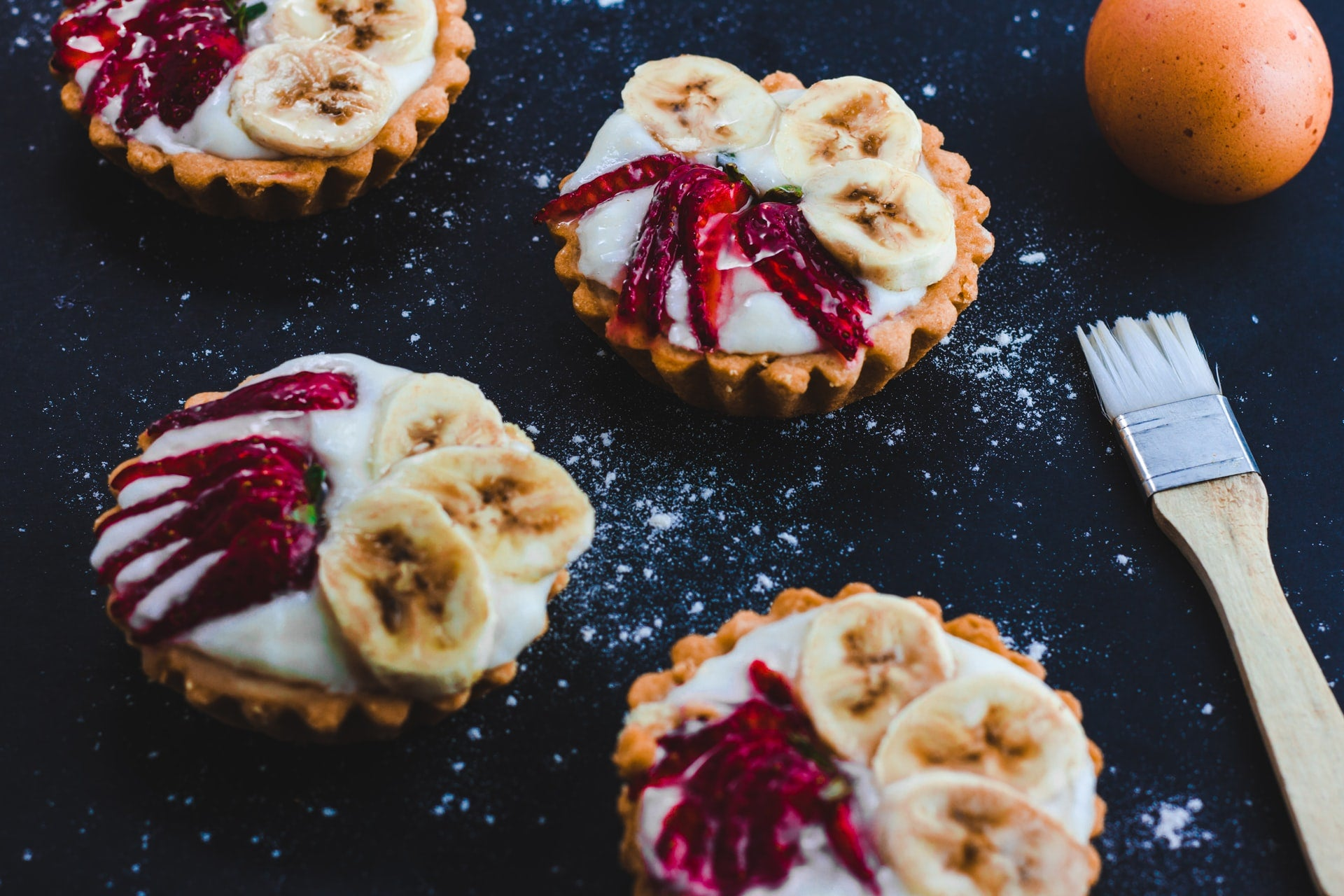 Little banana and chile tarts dusted with flour or sugar