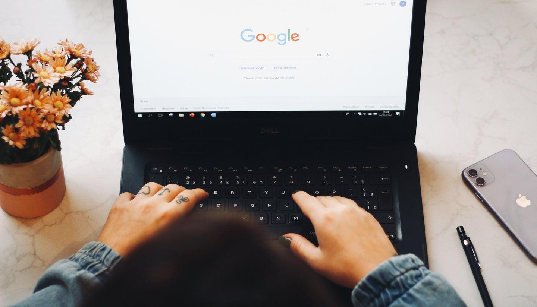 person using google search