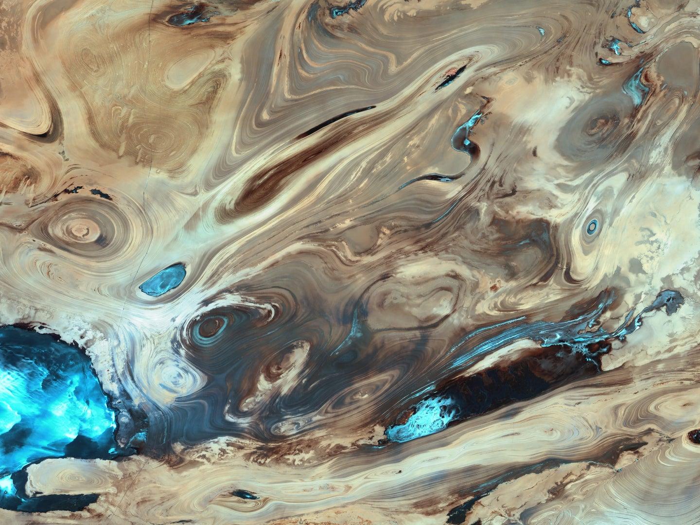a photo of Dasht-e Kavir, the Great Salt Desert, in Iran