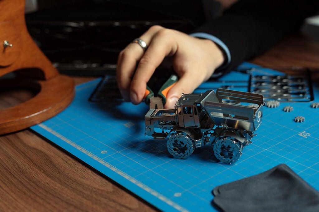 Hot Tractor Metal DIY Model Kit