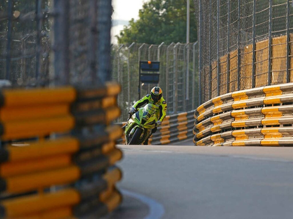 Raul Torras (Kawasaki Torras Racing) surrounded by the dangerous Armco barriers.