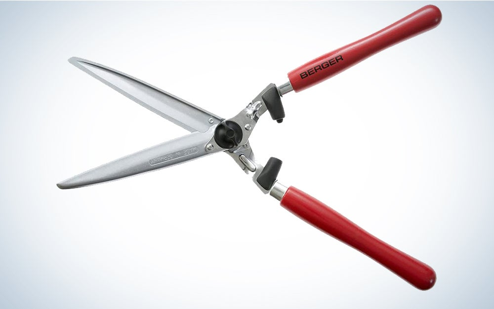 Berger hedge shear, wooden handle 4490 with straight blades, 2 sap grooves and wrist-gentle shock absorber