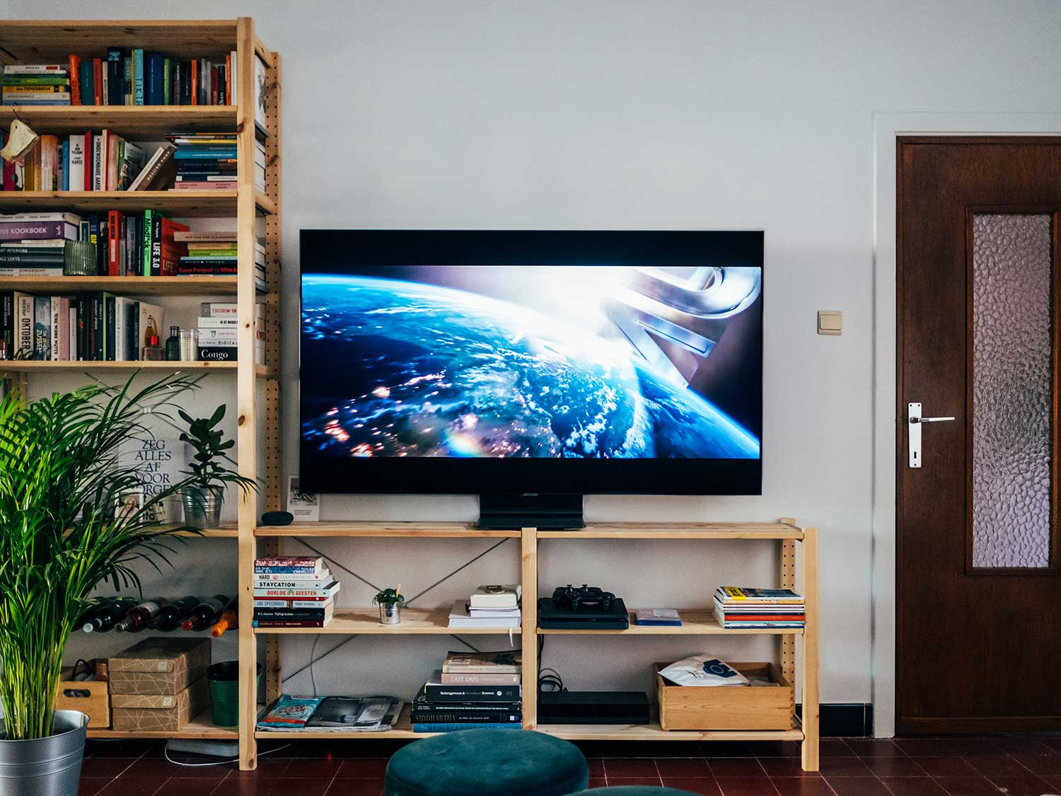 TV and gaming gear with HDMI Switchers