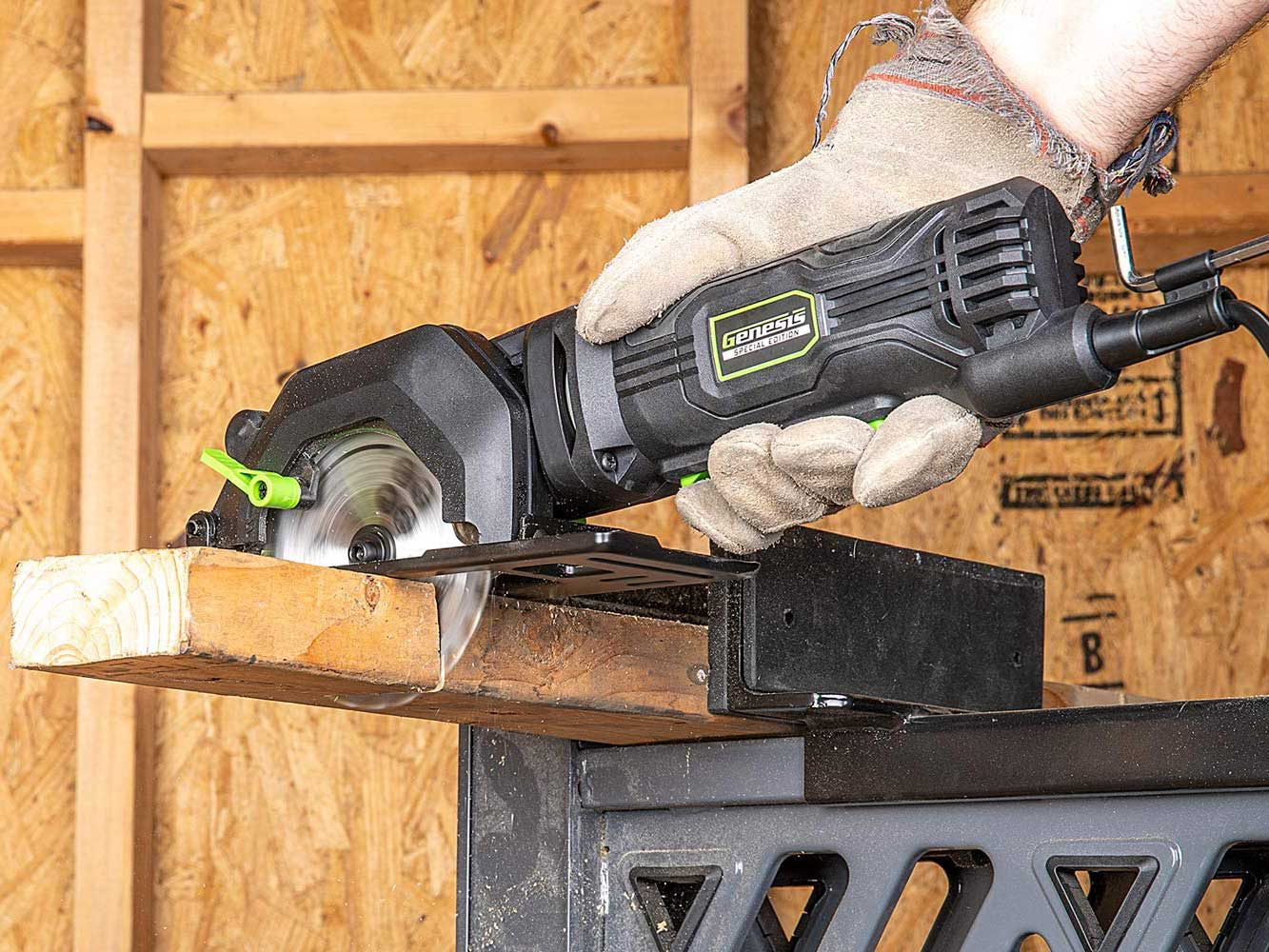 Cutting wood with mini circular saw