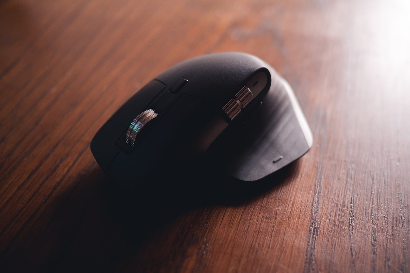 Best ergonomic mouse on a wooden table.