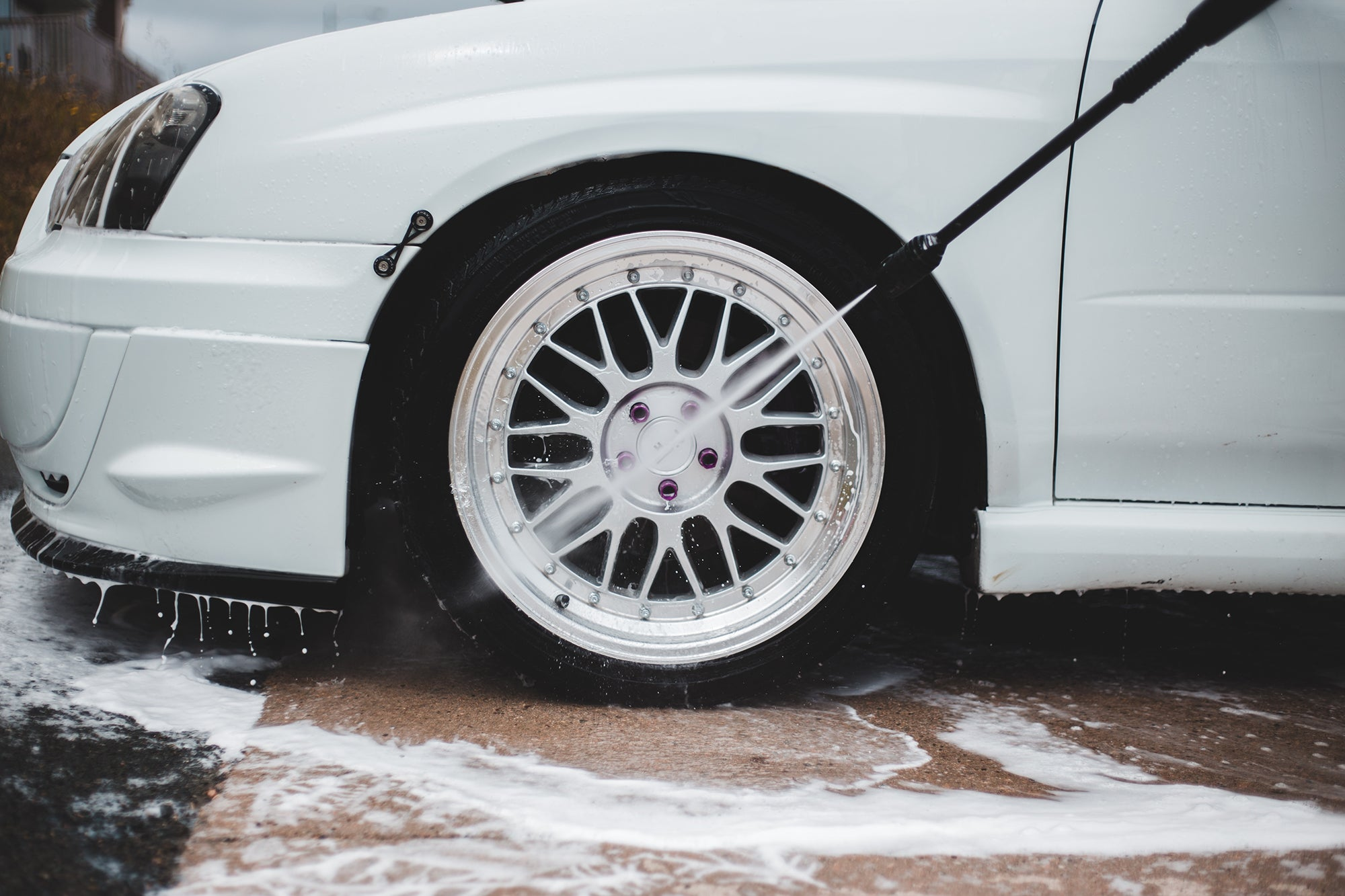 washing a white car wheel with the best pressure washer
