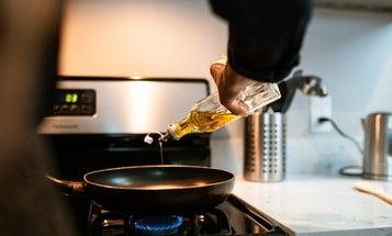 Splatter screens for safer, cleaner cooking