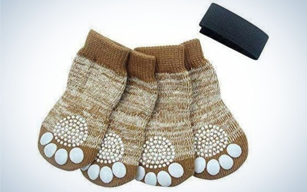 Four pairs of beige socks with protection in the shape of the dog's paw fingers and a black lace.