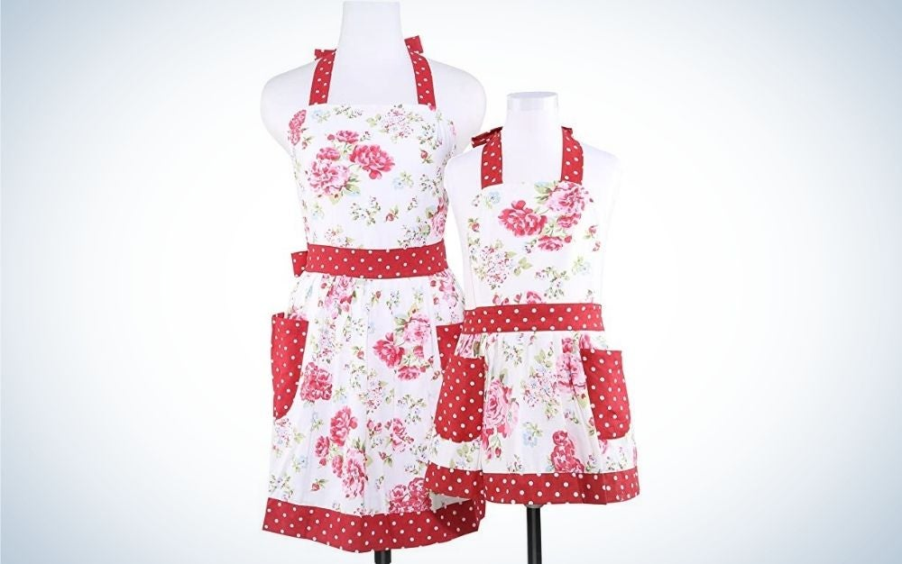 Matching aprons for adults and kids for gifts for moms who cook