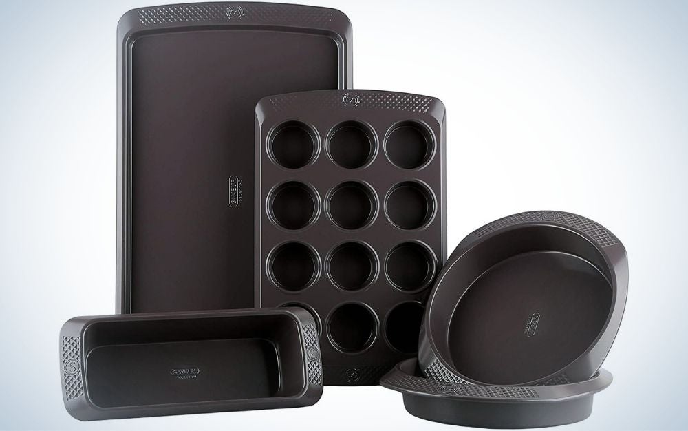 A 5-piece bakeware set is a great gift for mom