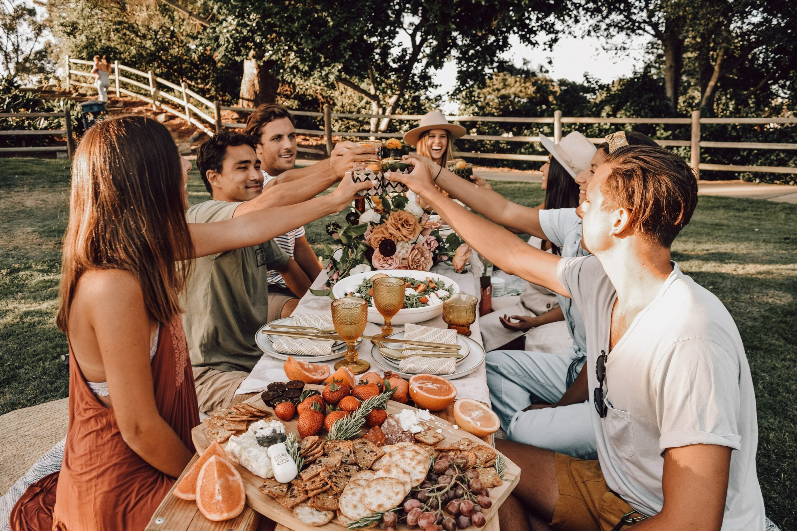 friends-eating-outdoors-without-masks