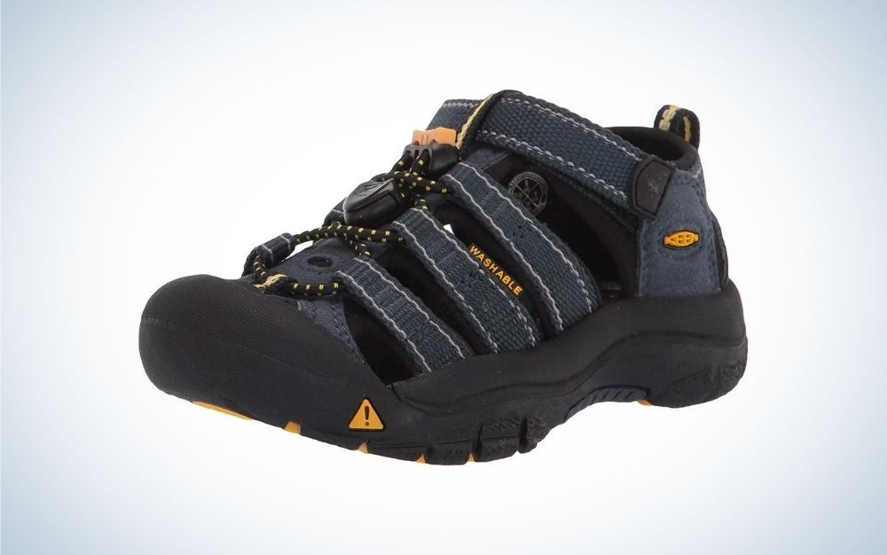 Black and blue kids' water shoes