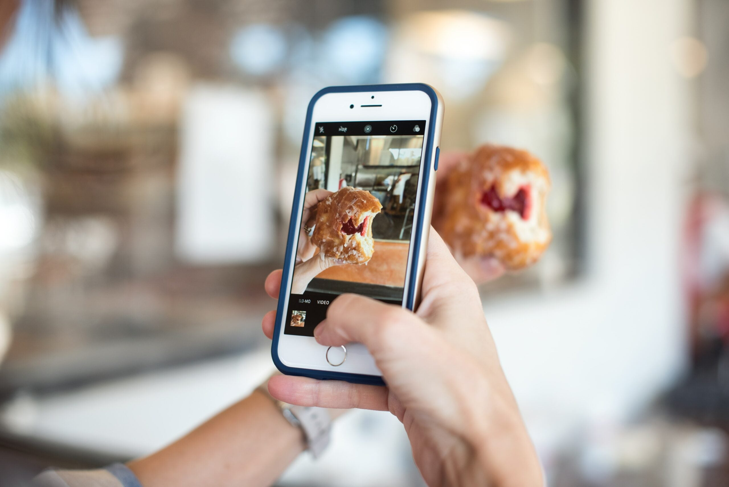 smartphone-donut-photo