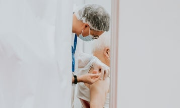 A new Pfizer trial combines a COVID booster and pneumonia vaccine for seniors