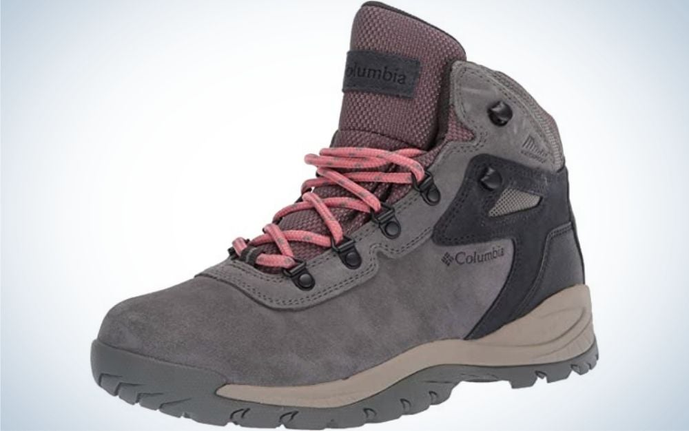 A light purple shoe in light gray and winter light and thick with a neck and pink laces on the front and a thick and high rubber.