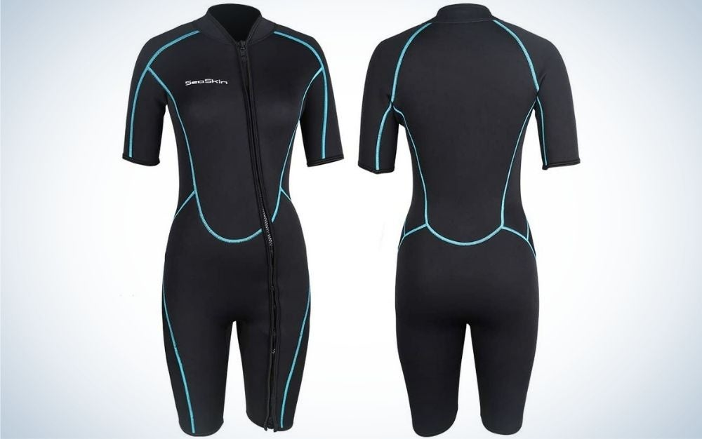 Two wetsuits on short arms and short overalls all in black and with gray stripes and the product is both front and back.