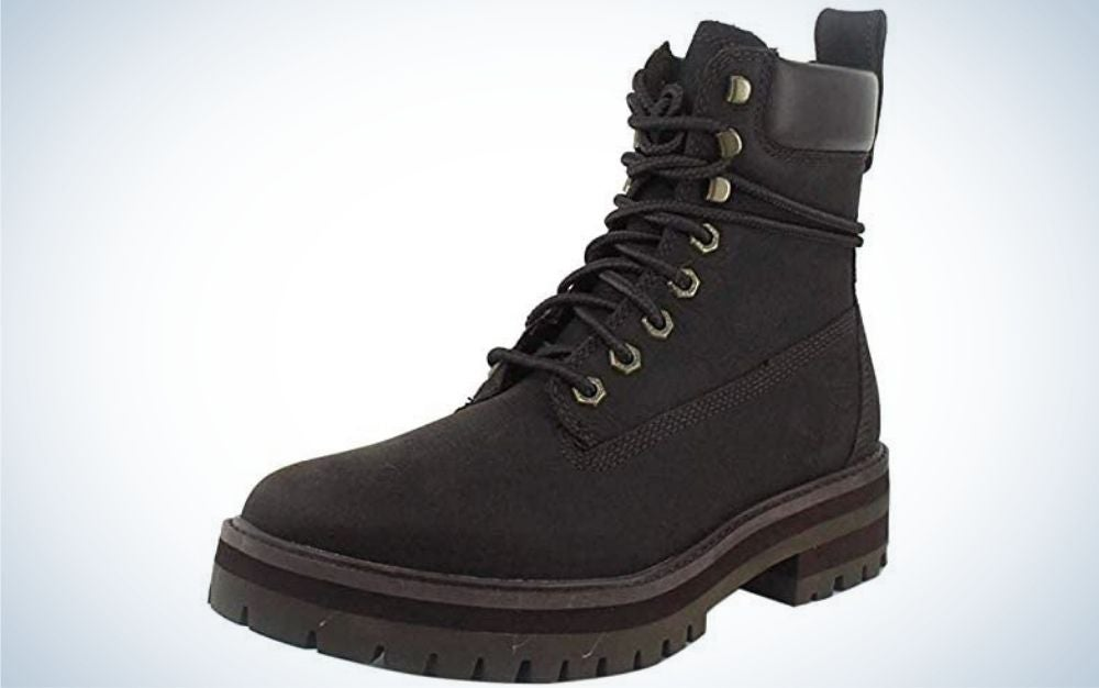 An all winter black and thick shoe with a neck and a thick and strong rubber.