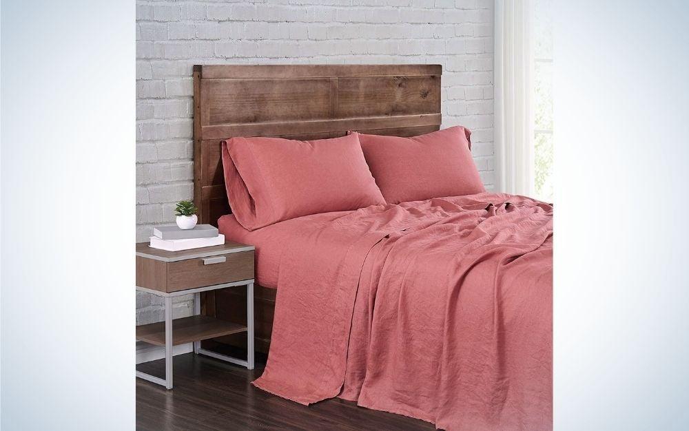 Brooklyn Loom Linen Sheet Set makes the best linen sheets for hot sleepers.