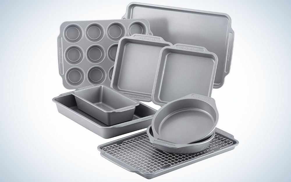The Farberware Nonstick Steel Bakeware set is the best budget bakeware set.