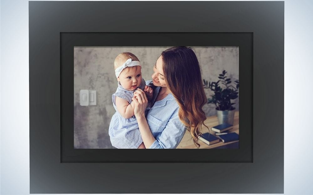 Digital Photo Frame is a great personalized Father's Day gift.