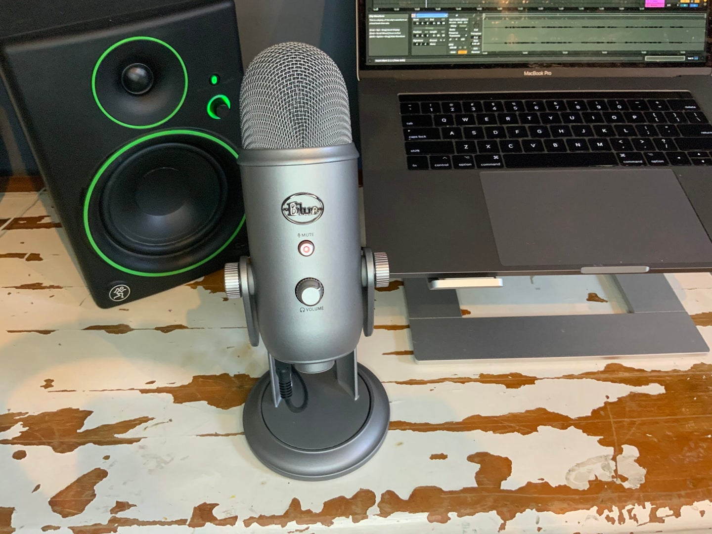 Blue Yeti USB microphone with a MacBook Pro