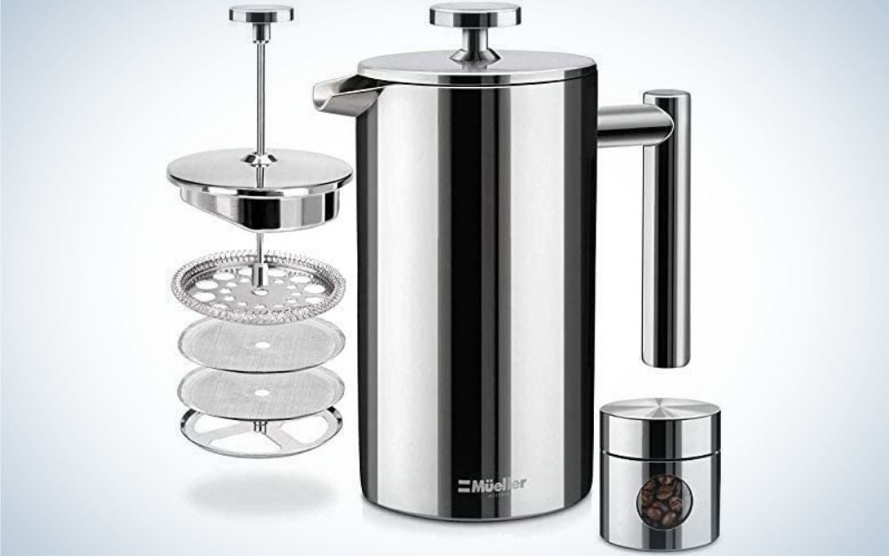 A silver kettle with tail and lid closed from above and an apparatus with four different filters in it, as well as a silver jar with coffee inside.