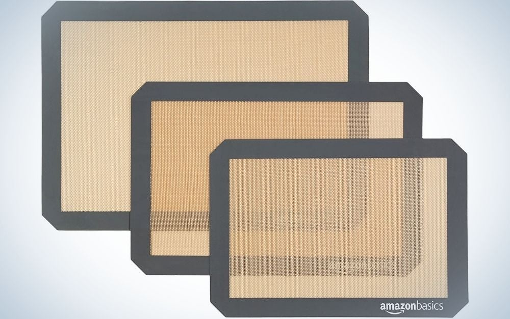 Three rectangular beige and solid brown fumes with thick side stripes.