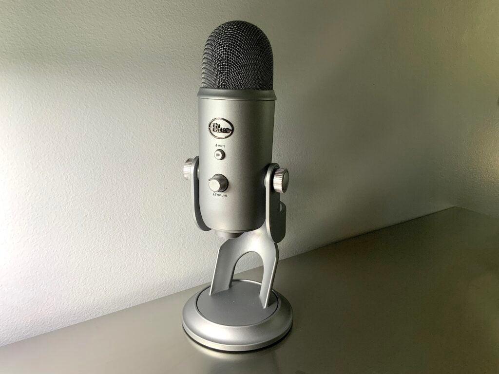 Silver Yeti mic at an angle