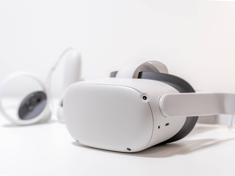 Oculus-quest-2-headset
