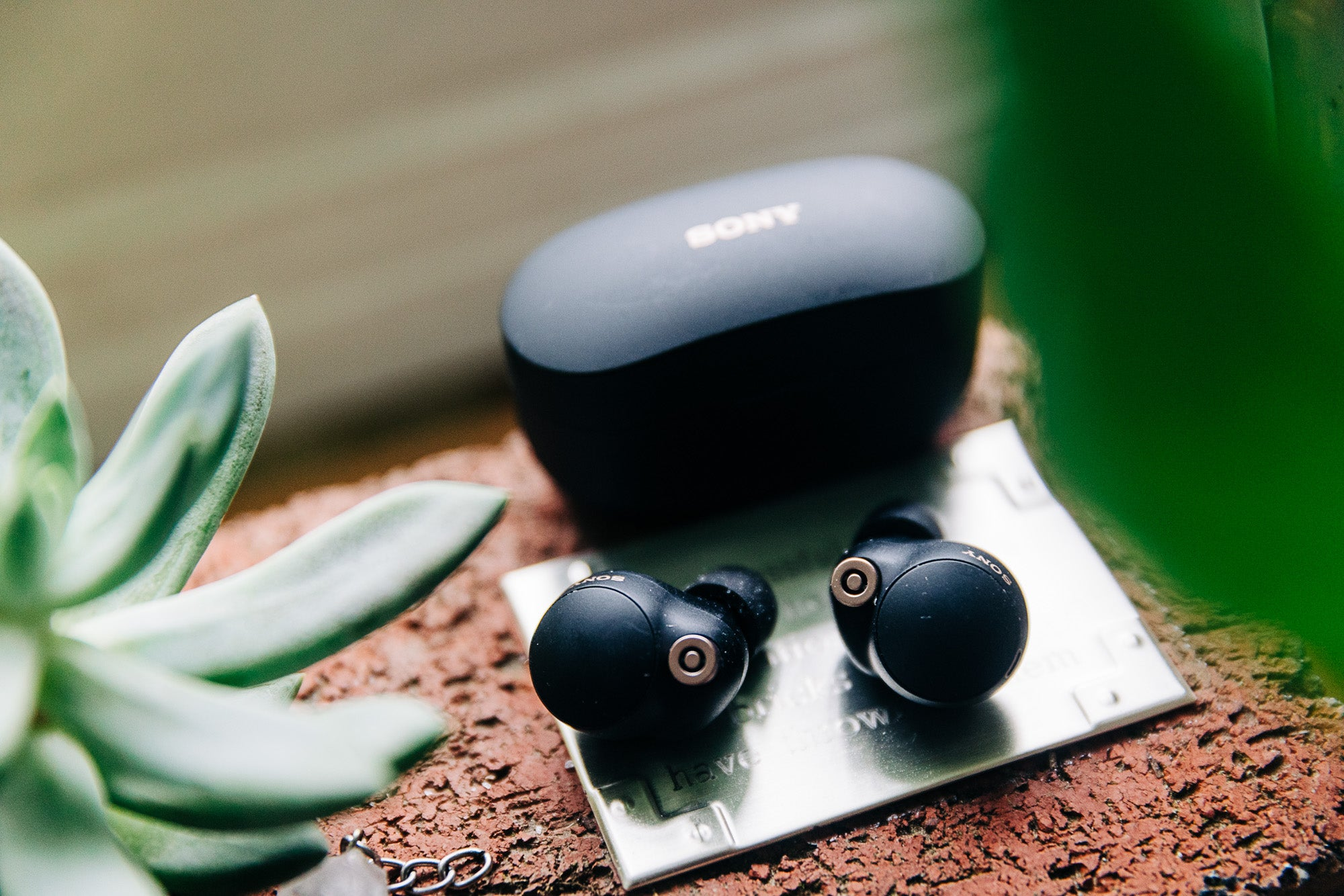 Sony wf-1000xm4 noise canceling earbuds with the case