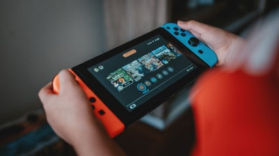Go big, but don't go home with the best Nintendo Switch games when out and about
