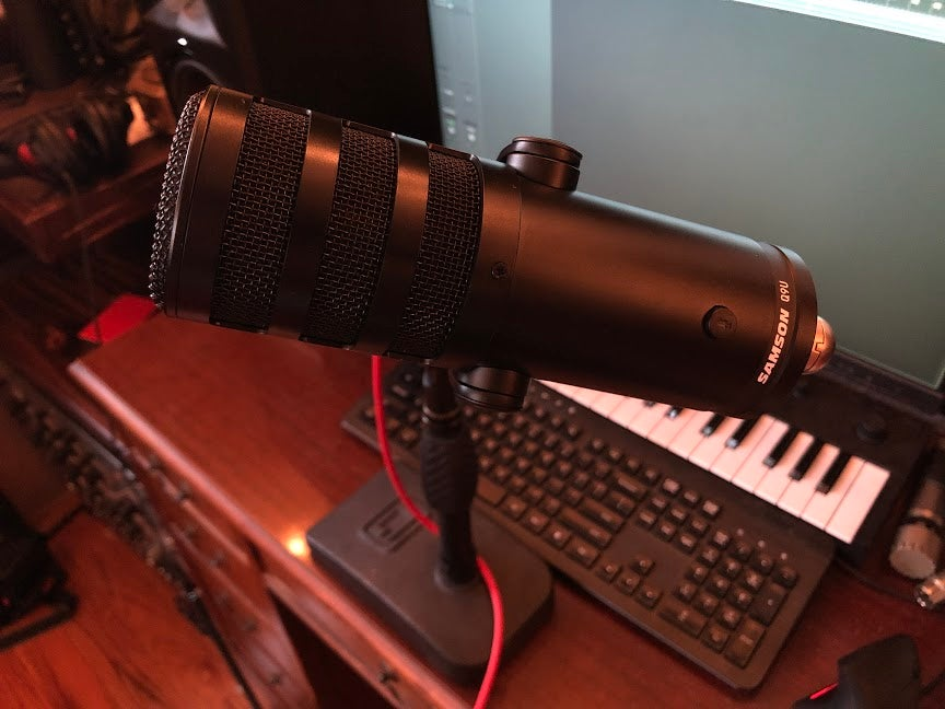 Samson Q9U broadcast mic on desk