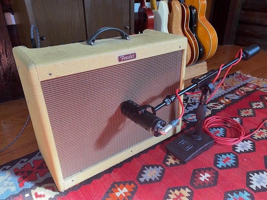 Samson Q9U close-miking Fender amp