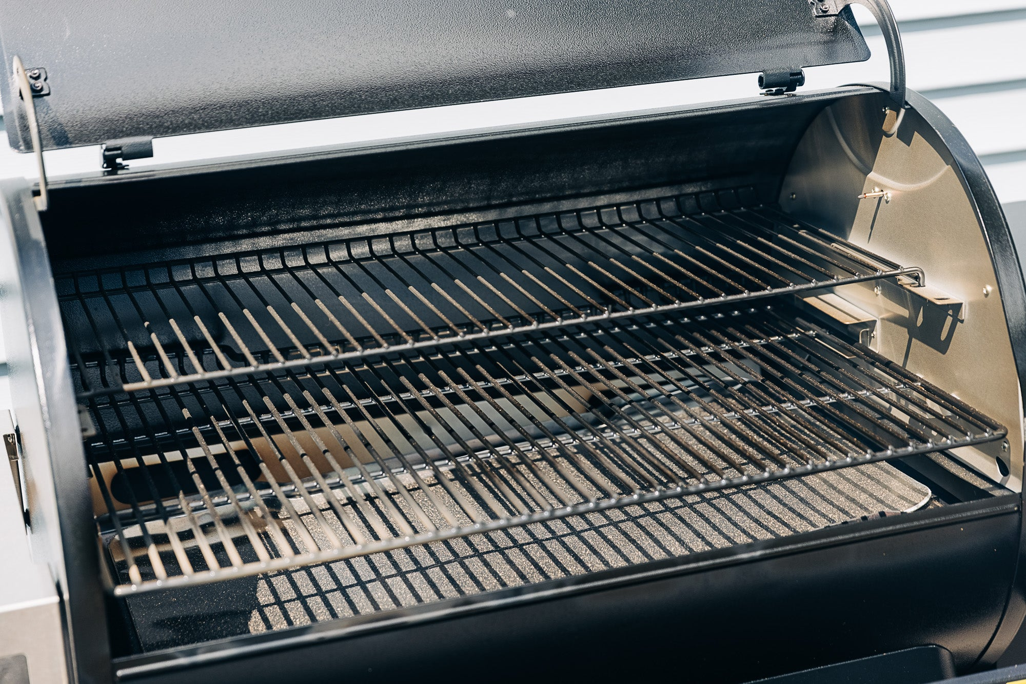 Inside of the Traeger Ironwood 885 pellet grill