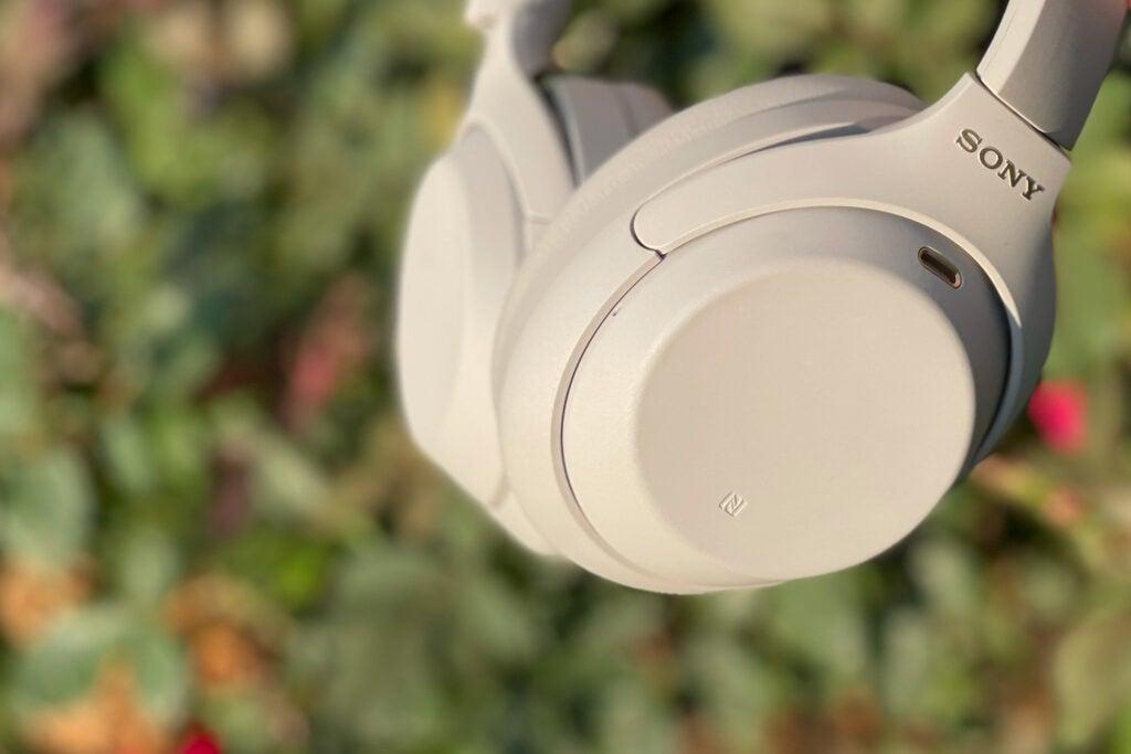 Sony WH-1000XM4 headphones with anc