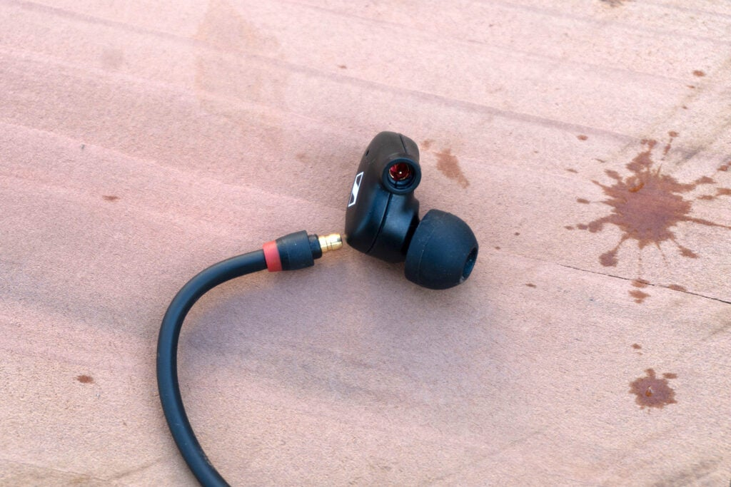 Sennheiser IE 100 Pro disconnected from cable