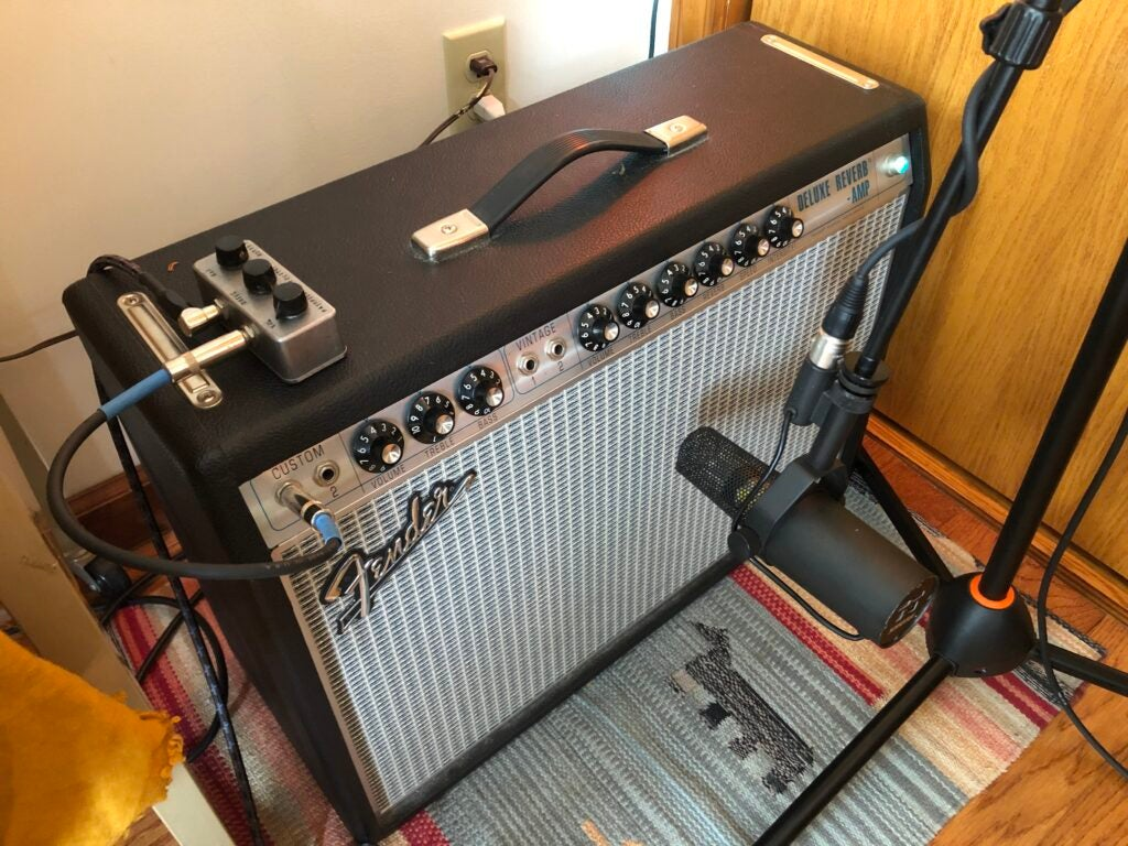 Shure SM7B the best microphone for vocals in front of Fender guitar amp